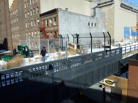 A new chain-link gate was installed at 20th Street in preparation for construction.